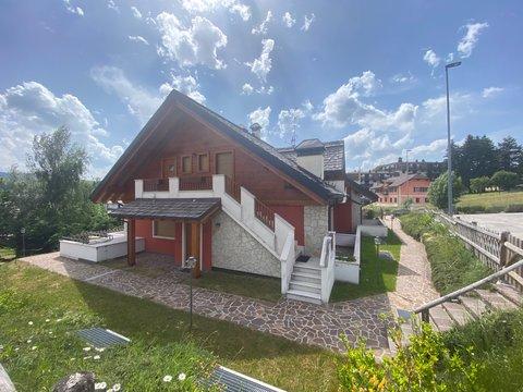 Appartamento in vendita in Via Marcello mantovani a Treschè Conca di Roana